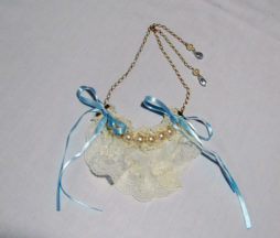 Alice and the Pirates Pearl and Lace Necklace