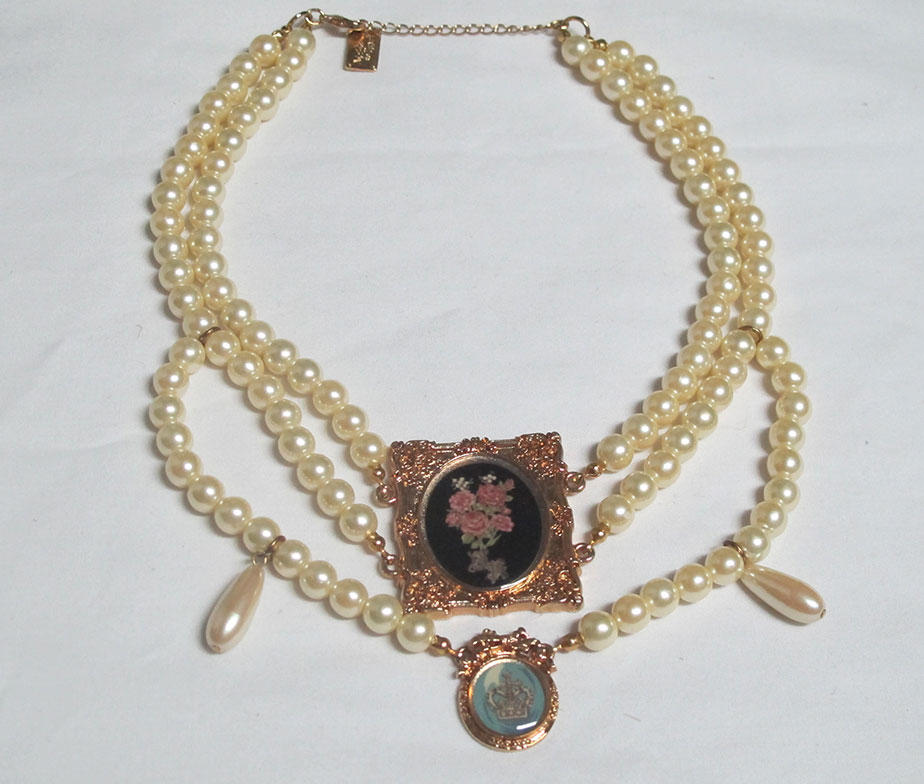 Alice and the Pirates Rose Frame Choker