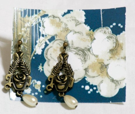 Alice and the Pirates Rose Earrings