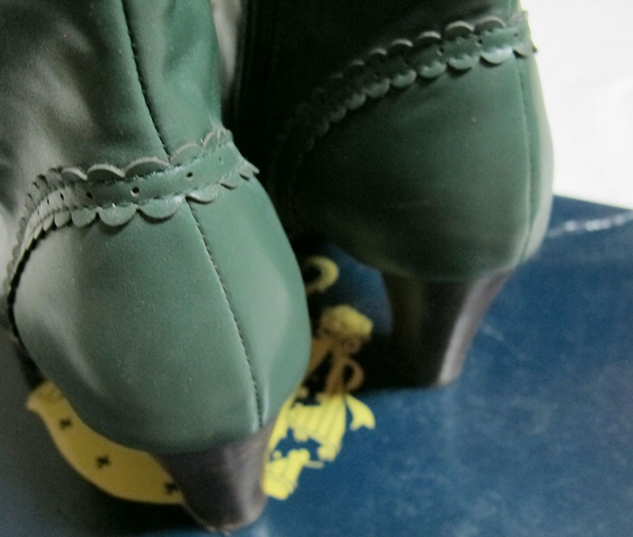 Alice and the Pirates Green Boots