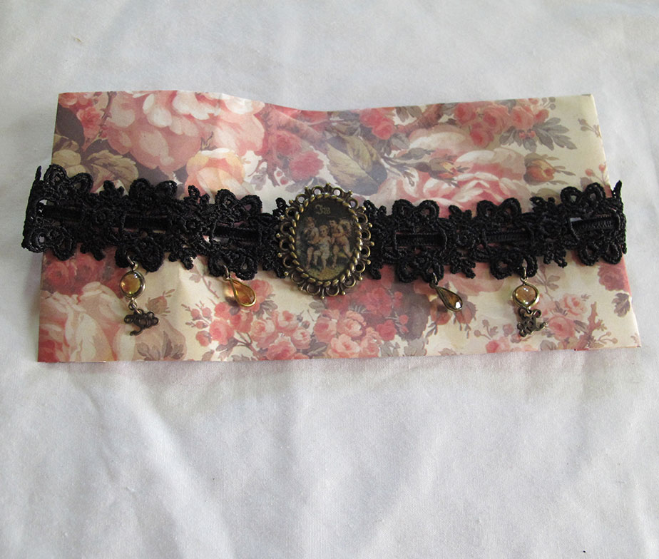 Innocent World Choker